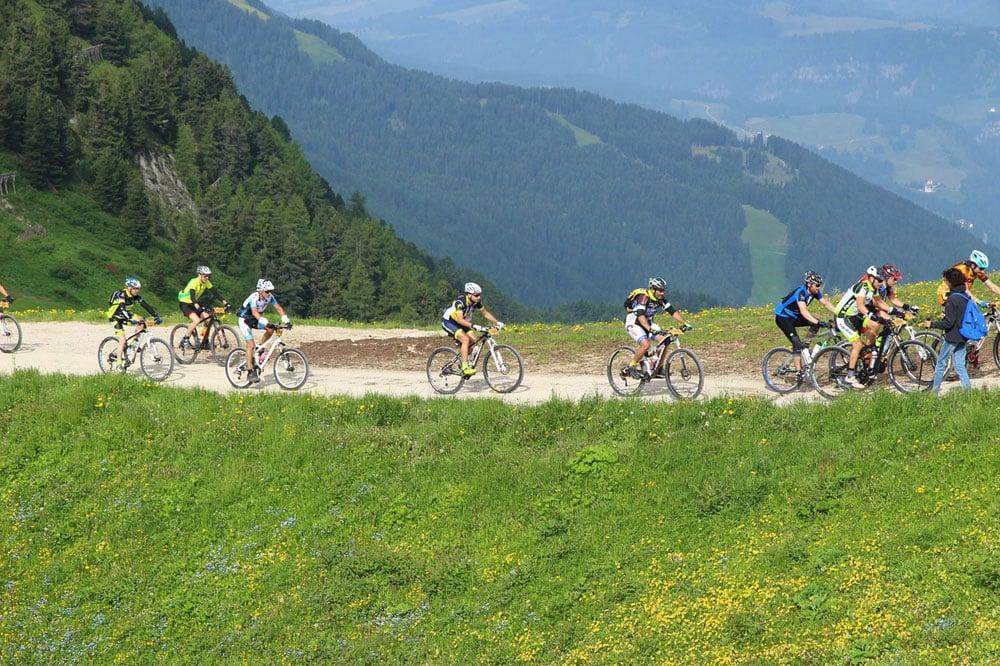 5 buoni motivi per viaggiare da soli in bici o a piedi