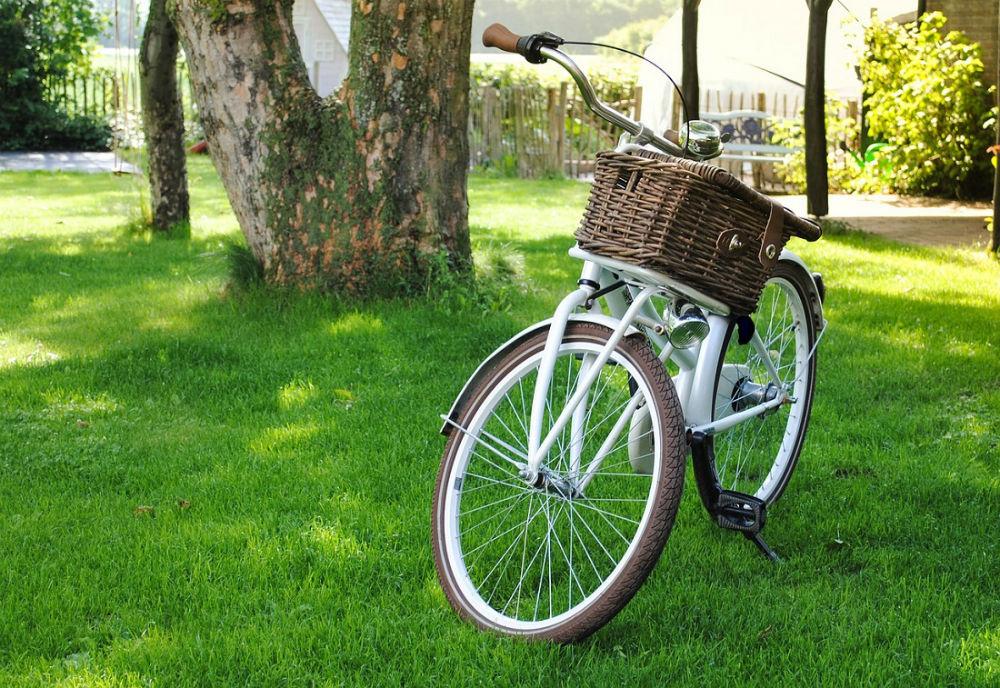 Bici personalizzata con cestino in vimini