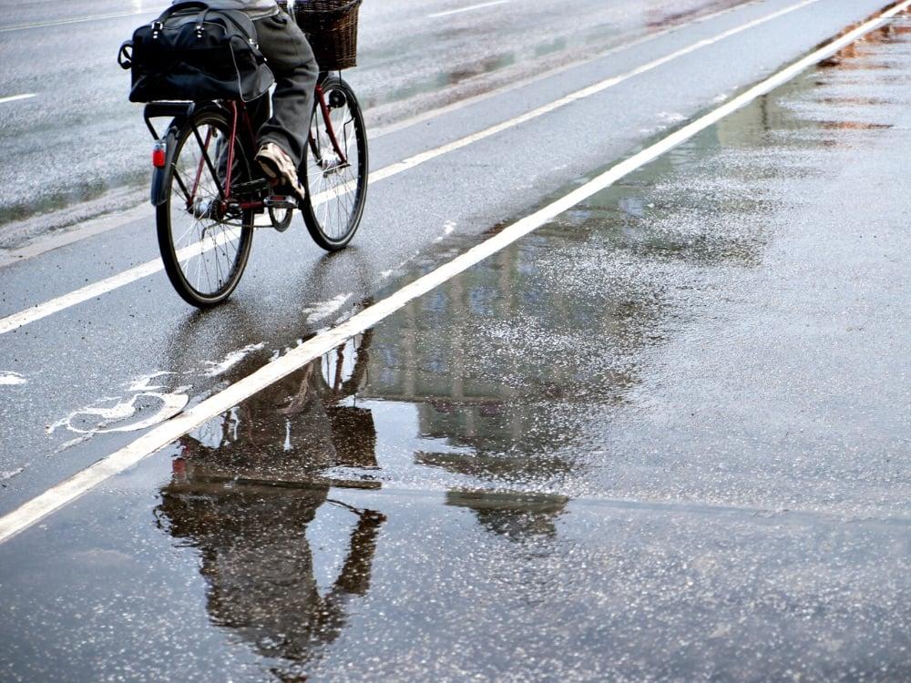 consigli in bici con la pioggia