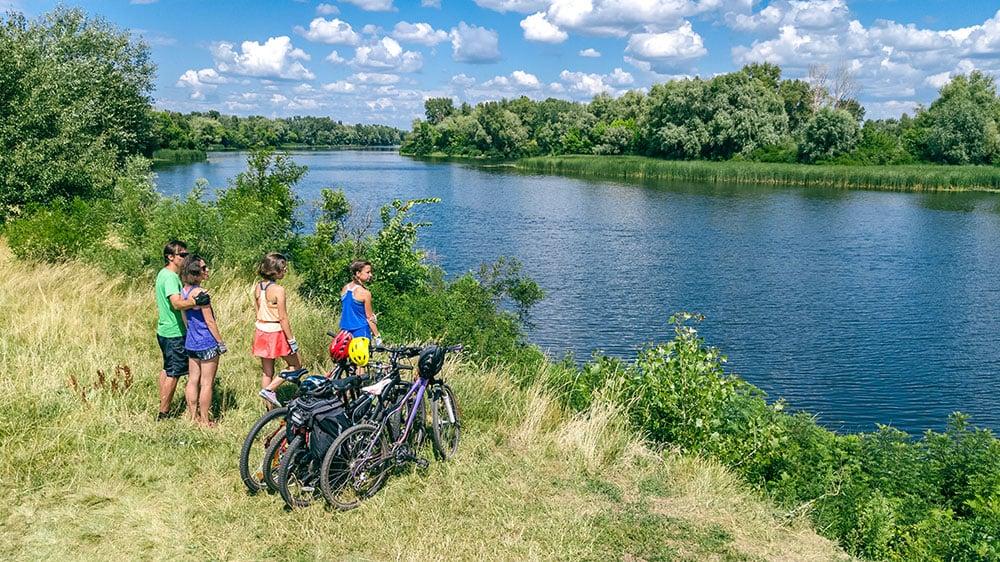viaggirare in bici con i bambini famiglia